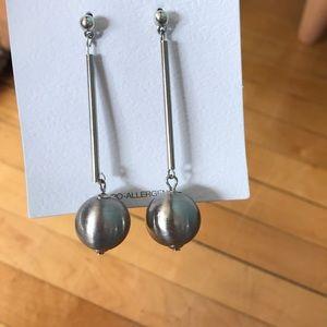 Jewelry - Silver drop earrings.